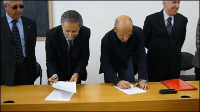 Il Rettore Mattioli e l'Assessore Paolini firmano la convezione