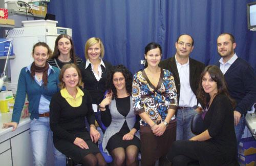 da sinistra, in piedi: Antonella Fidanza, Paola Toschi, Marta Czernik, Fiorella Di Egidio, Lino Loi, Domenico Iuso; sedute: Grazyna Ptak, Federica Zacchini e Antonella D'Agostino