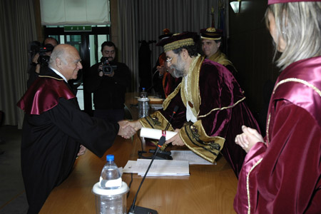 Leonardo Santi riceve la laurea honoris causa