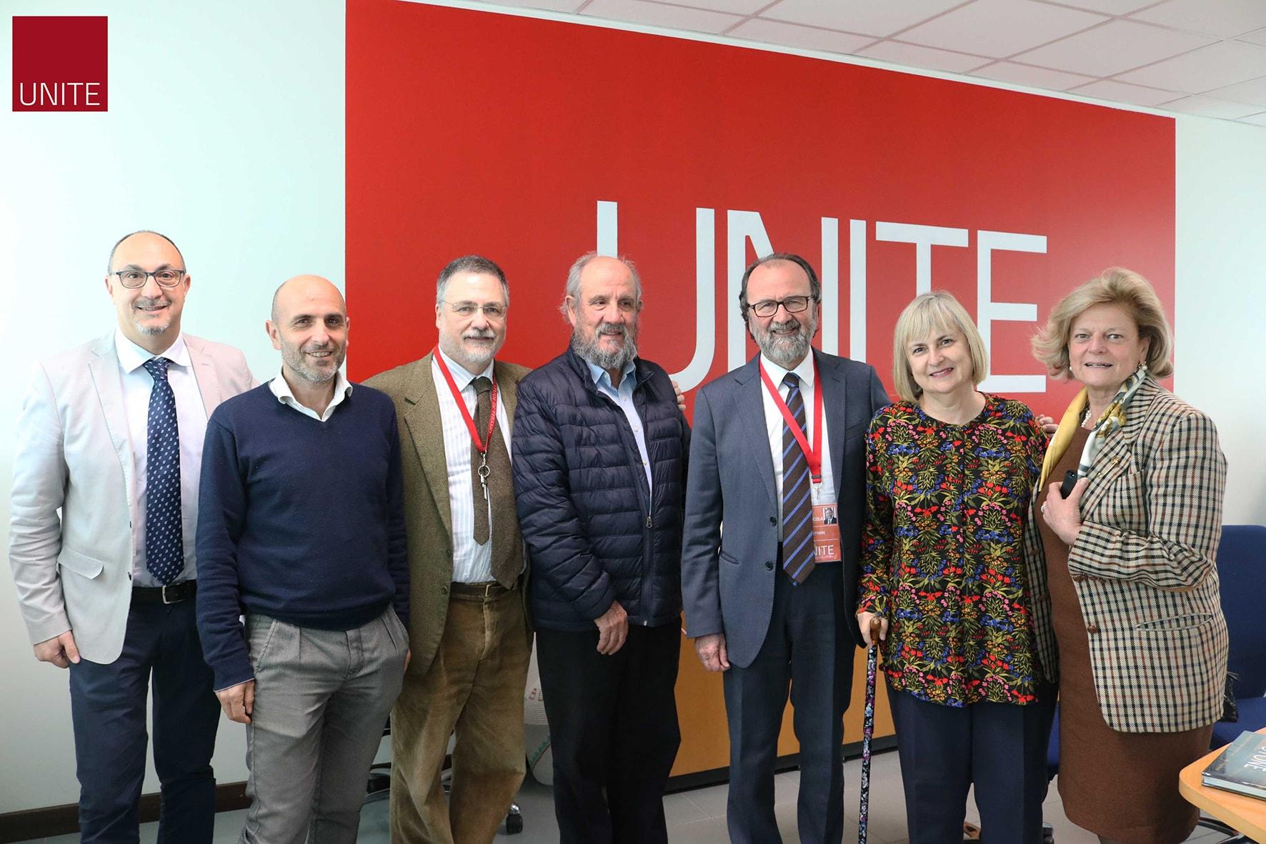 Il rettore Dino Mastrocola con il rettore dell'Università messicana Judith Moreno Berry, assieme a docenti dell'Ateneo di Teramo