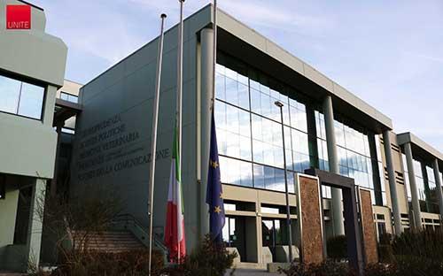 Bandiere a mezz'asta, il 20 dicembre, in segno di lutto per la morte di Antonio Megalizzi