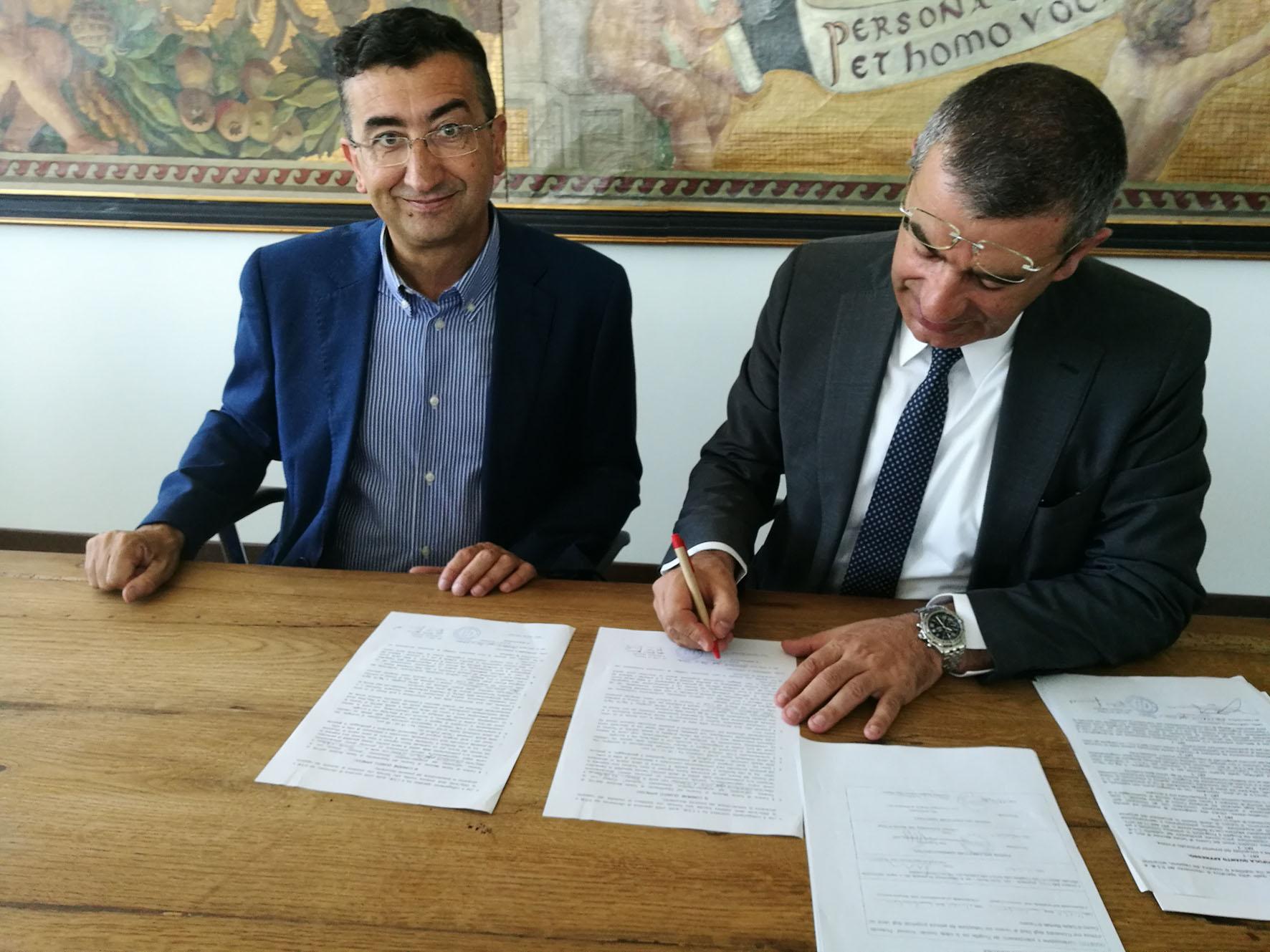 Da sinistra: Il direttore generale della Asl Roberto Fagnano e il rettore dell'Università di Teramo Luciano D'Amico