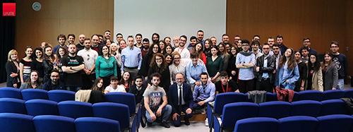 Il Rettore Dino Mastrocola e un gruppo di studenti