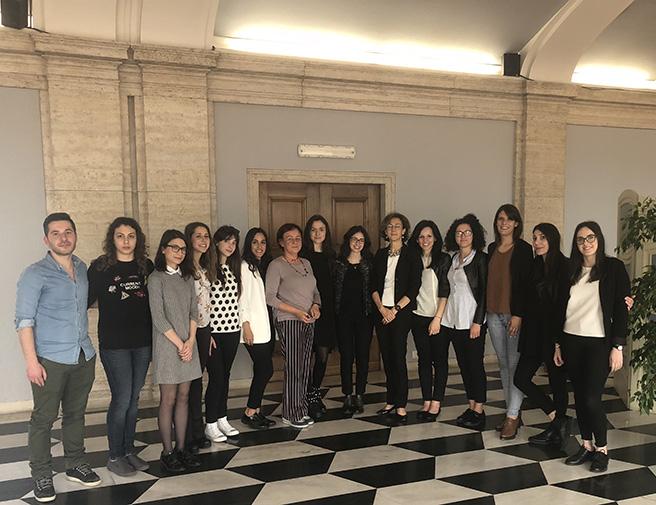 Gli studenti con la prof.ssa Angela Musumeci (settima da sinistra) e la Vice-presidente della Corte costituzionale, Prof.ssa Marta Cartabia (sesta da destra)