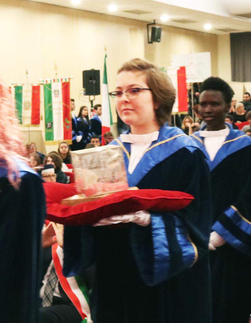 Erica Fusella in un corteo accademico in Aula Magna