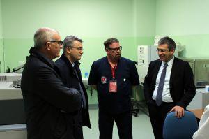 Da sinistra: il preside Pier Augusto Scapolo, l'assessore Dino Pepe, il direttore sanitario dell'OVUD Augusto Carluccio e il rettore Luciano D'Amico